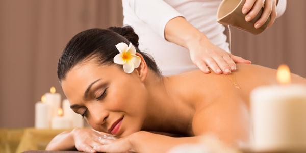 A woman enjoy culture massage in Silk Sense hoi an